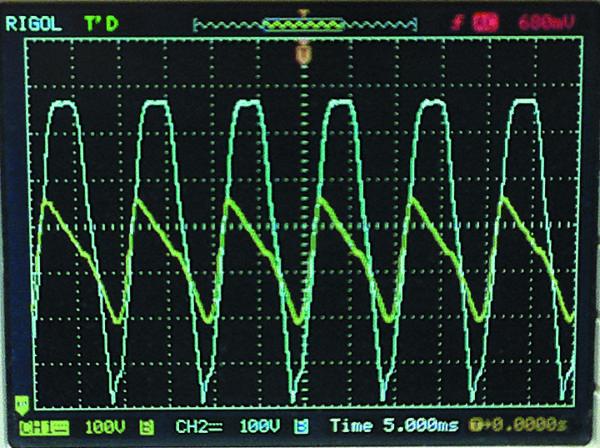 Напряжение на стоке Q2 (канал 2) и на конденсаторе С3 (канал 1) при входном напряжении 460 В