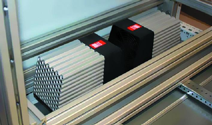 Два нагревателя мощностью 800 Вт, установленных в основании стандартного шкафа 2000×800×600 мм