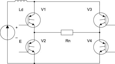 Рис. 1. Схема однофазного мостового инвертора на транзисторах с резистивной нагрузкой и дросселем в цепи источника питания