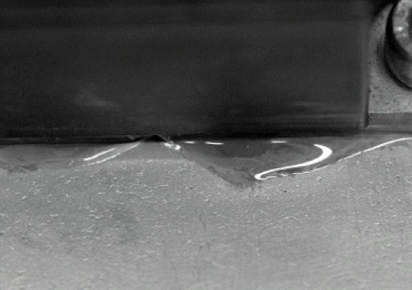 Изменение структуры TIM при воздействии термомеханических напряжений (паста превратилась в жидкий гель и вытекла из зазора)