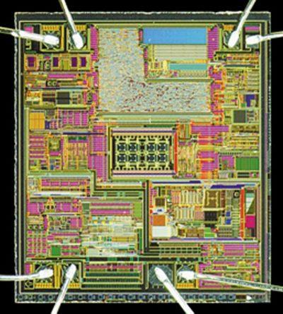 Кристалл новой специализированной ИС — интегрального датчика тока прямого усиления на эффекте Холла