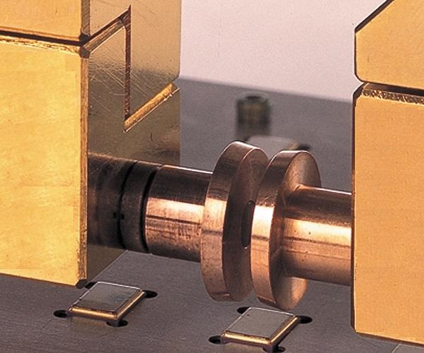 Массивные электроды для герметизации ИС шовно-роликовой сваркой