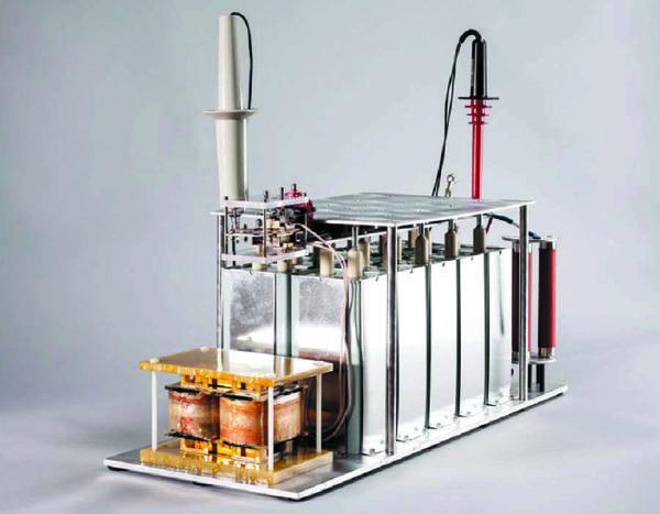 Внешний вид испытательного стенда со средневольтовыми полупроводниковыми приборами