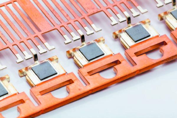 Пример силового устройства на основе выводной рамки, изготовленного по технологии спекания серебра