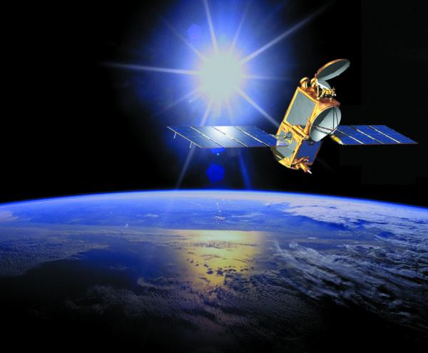 Панели солнечных батарей, развернутые на спутнике