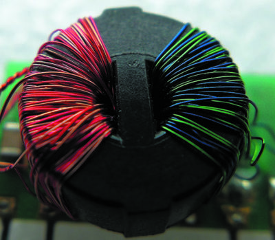 Тороидальный трансформатор с физически разнесенными обмотками