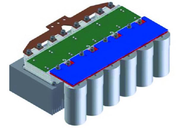 Пример четырех модулей, включенных в параллель с платой драйвера, звеном постоянного тока и выходной шиной