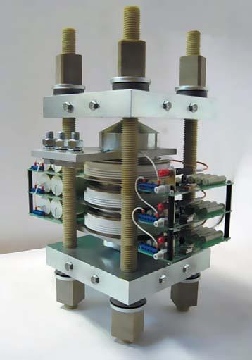 Силовая сборка емкостного накопителя наоснове трех фототиристоров