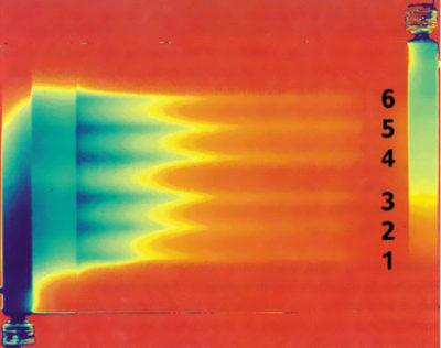 Тепловой профиль радиатора через 5 с после включения системы охлаждения (оптимизированный фланец). Распределение потоков почти симметричное