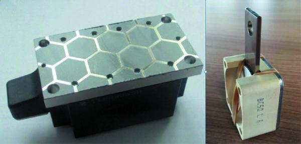 Модуль с термопрокладкой (слева) и бокс для капсульного прибора (справа)