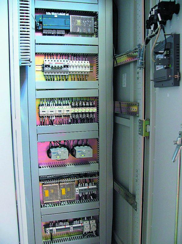 Шкаф контроллера управления