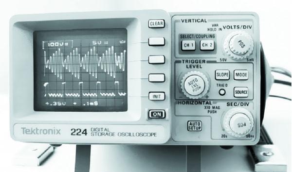 Дискретный съем энергии в момент действия на конденсаторе максимальной амплитуды напряжения