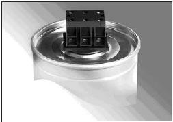 Рис. 6. Однофазные и трехфазные конденсаторы, диаметром от 60 до 136 мм, корпус — прессованный алюминий