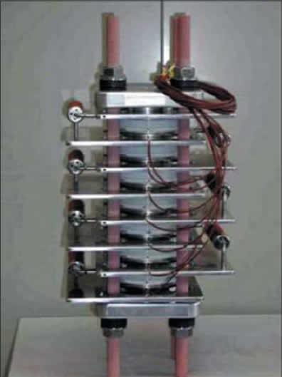 Пример механической конструкции высоковольтной силовой биполярной сборки (30 кВ, 40 кА, длительность рабочего импульса 10 мс] на основе высоковольтных силовых оптотиристоров для преобразователя импульсной мощности