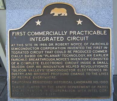 Памятная доска в честь изобретения первой кремниевой микросхемы