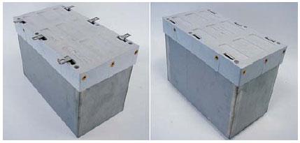 Выводы конденсатора слева направо: стандартные плоские выводы и специальные ножевые контакты