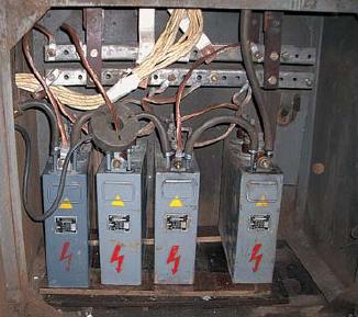 Батарея компенсирующих конденсаторов колебательного нагрузочного контура